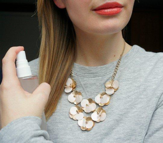 Easy & Cheap DIY anti -frizz spray | The Makeup Dummy
