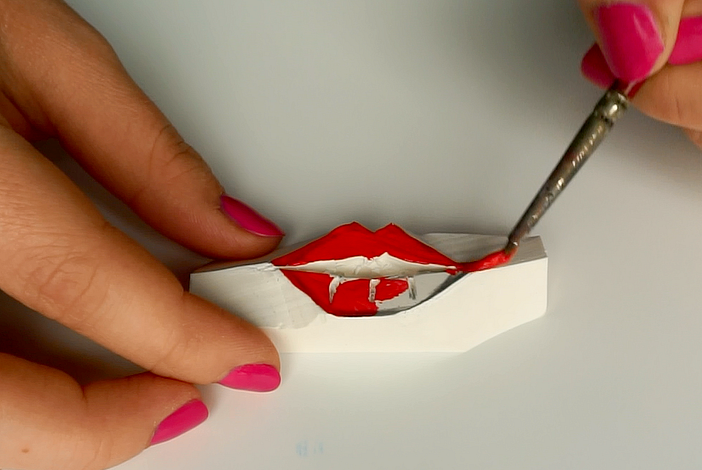 How to make your own stamp with an eraser and fabric paint | DIY Lip stencilled blouse | The Makeup Dummy