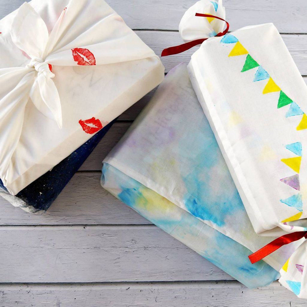 A list full of fun DIY Gift Ideas for Vegans! It's not always easy to find good quality bath and body products that are made without animal products, like beeswax or honey. This list gives you lots of inspiration to make your own cruelty free and vegan beauty products! #crueltyfreecosmetics #veganbeauty #toxicfreecosmetics #chemicalfreecosmetics #diybathbombs #diygiftideas #diybathproducts #makeyourowncosmetics #diybeautyhacks #holidayideas #christmasgiftideas #homemade #handmade #veganrecipes #plasticfree #zerowaste