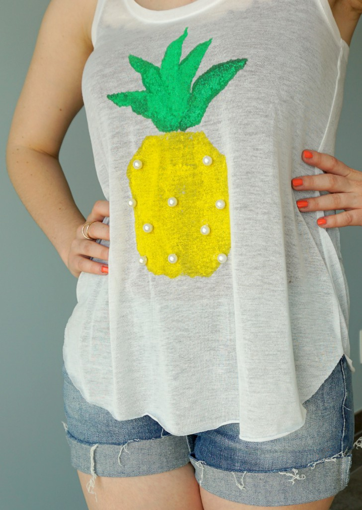 How to make your own easy and cute Pineapple Print Shirt | A DIY by The Makeup Dummy