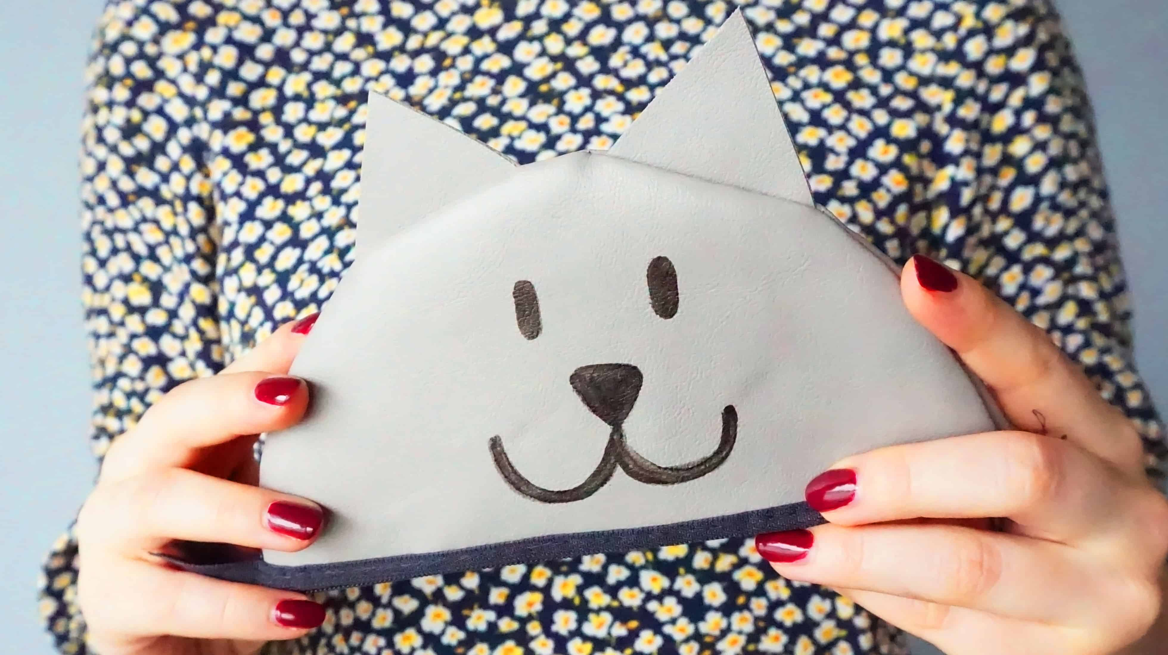 Easy Zipper Pouch Tutorial   A DIY by The Makeup Dummy