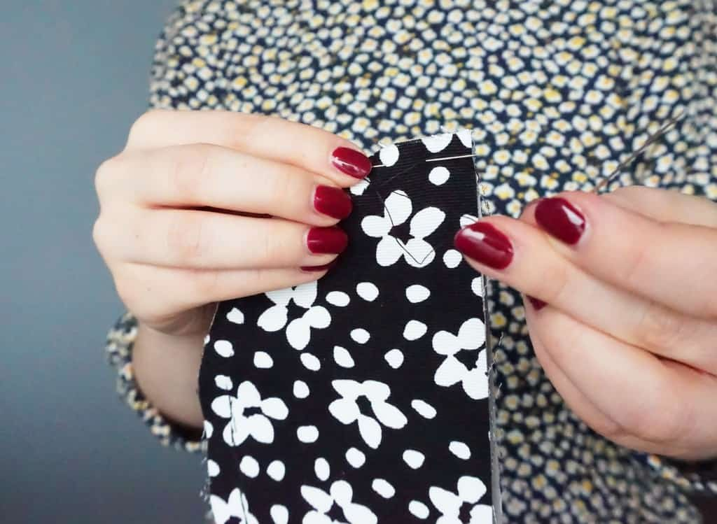 How to make your own quick & easy Zipper pouch | DIY by The Makeup Dummy