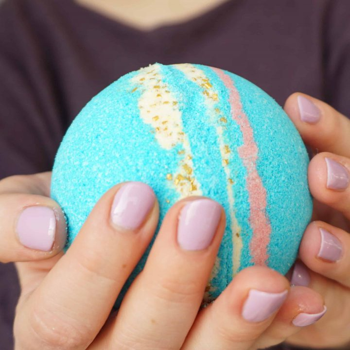 How to make your own Galaxy Bath Bombs | DIY by The Makeup Dummy