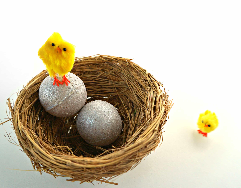 DIY Glitter Egg Bath Bomb Melts