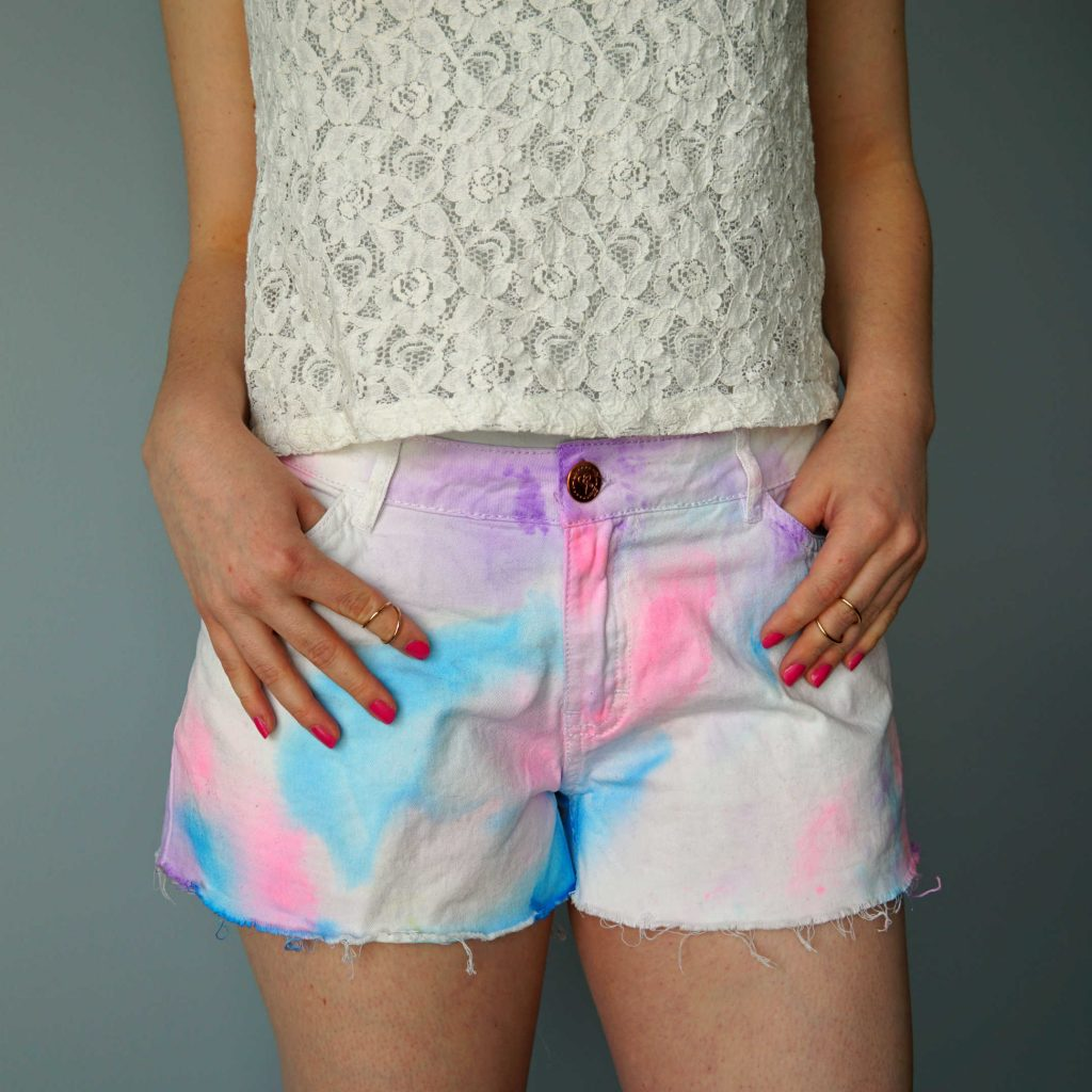 50 DIY Beauty and Craft Tutorials to make this Summer: Cut off shorts with watercolor effect.