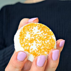 How To DIY Bath Bombs with lemon juice and WITHOUT citric acid or cream of tartar! Tutorial by The Makeup Dummy