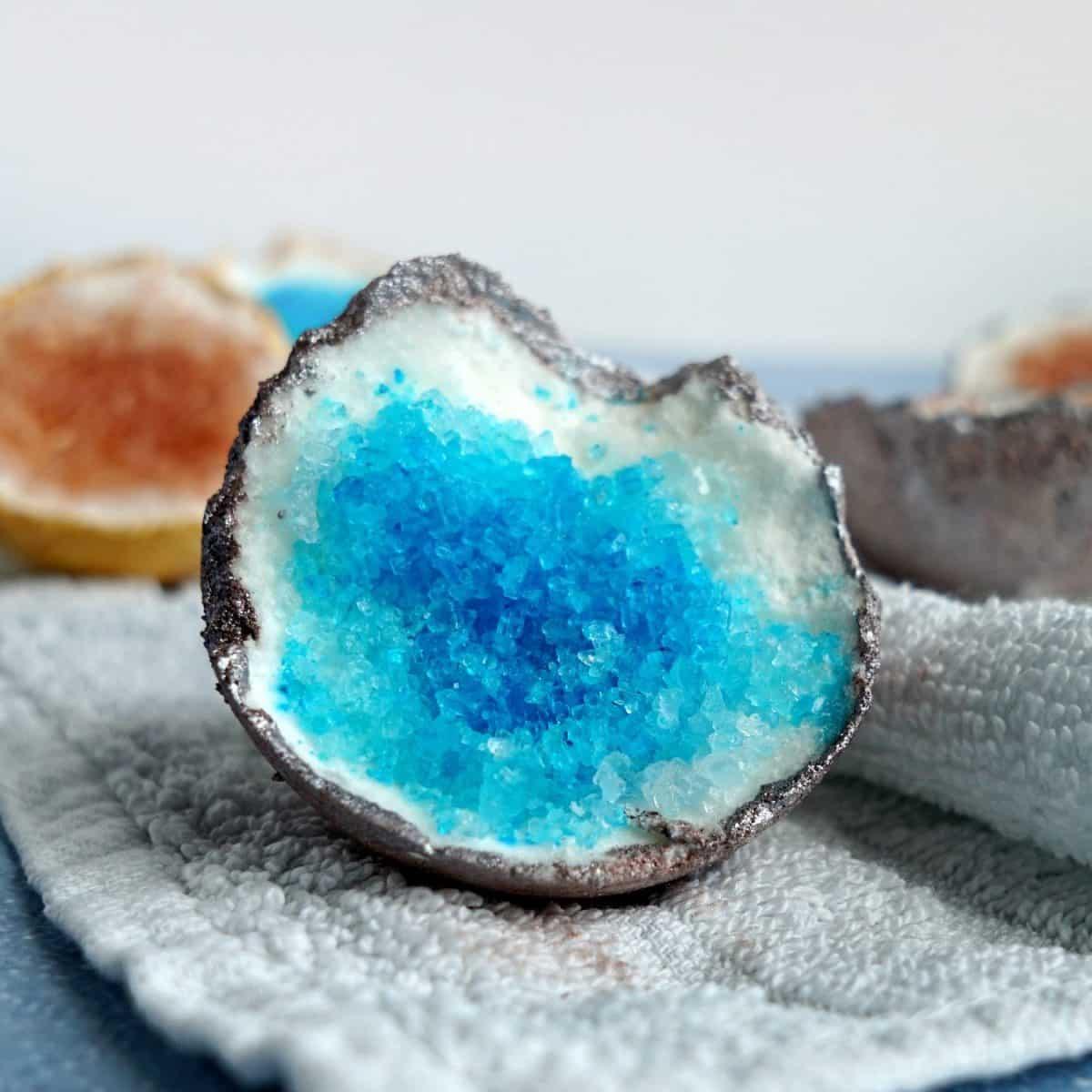 Geode Bath Bombs – THE ORIGINAL DIY RECIPE