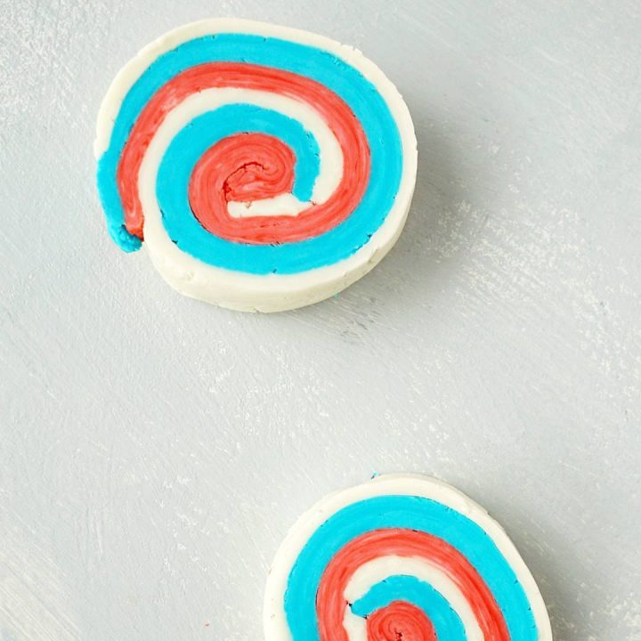 Easy and fun activity to play with kids! Make your own Play Dough Soap Bars! Great 4th of July party favor idea! How To make your own DIY Soap Dough Bars inspired by PLay Dough and LUSH Fun. Tutorial by The Makeup Dummy