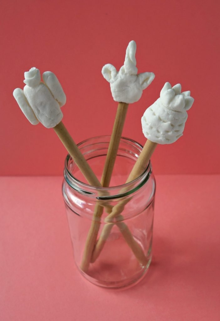 Very easy step by step tutorial to make your own DIY Clay decorations for pencils + a BONUS homemade clay recipe! Tutorial by The Makeup Dummy