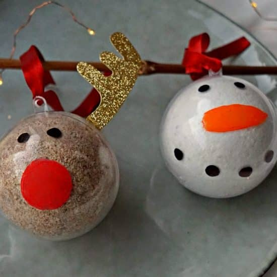 DIY Christmas Holidays Bath Bomb Ornaments HowTo Tutorial by The Makeup Dummy #diygifts #christmasgifts