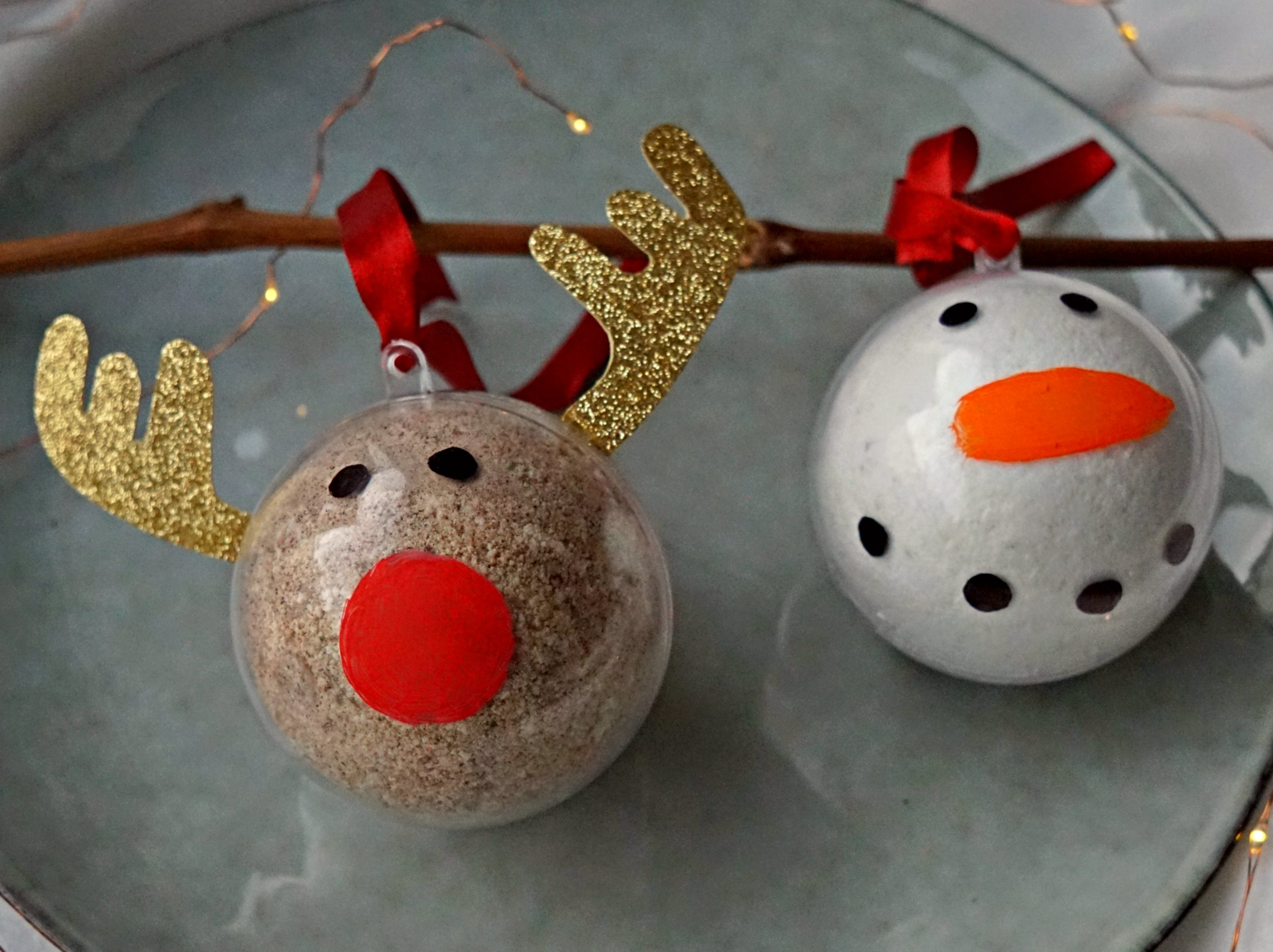 DIY Holiday Bath Bomb Ornaments HowTo Tutorial by The Makeup Dummy #diygifts #christmasgifts