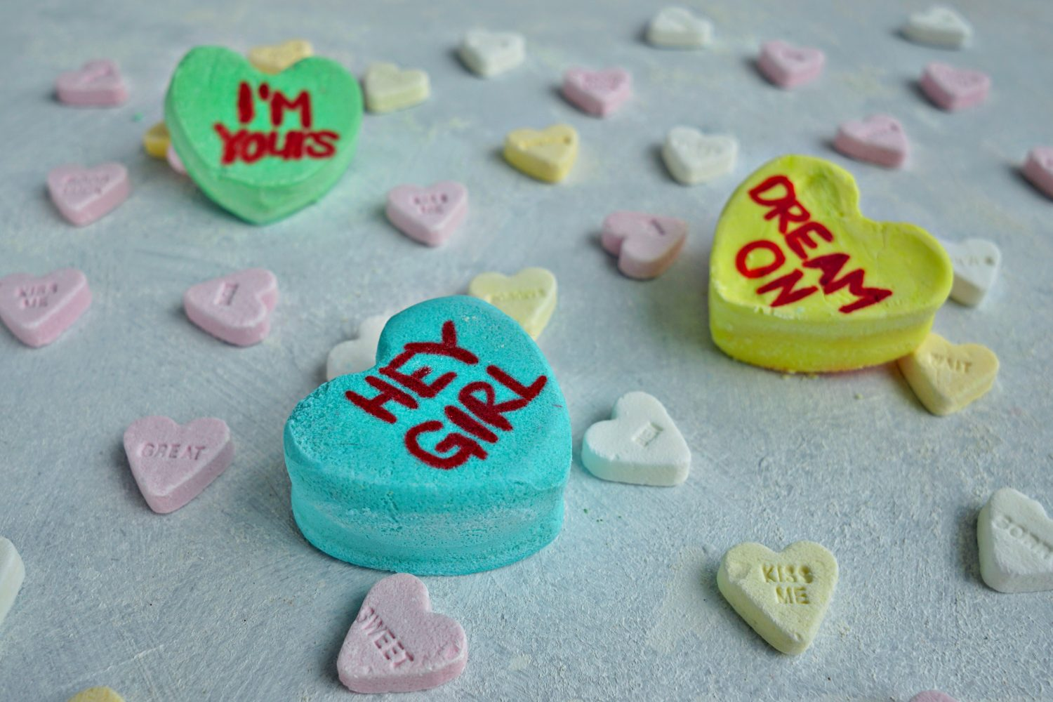 Easy Bubble Bath Bars DIY tutorial from The Makeup Dummy #diygifts #valentinesday