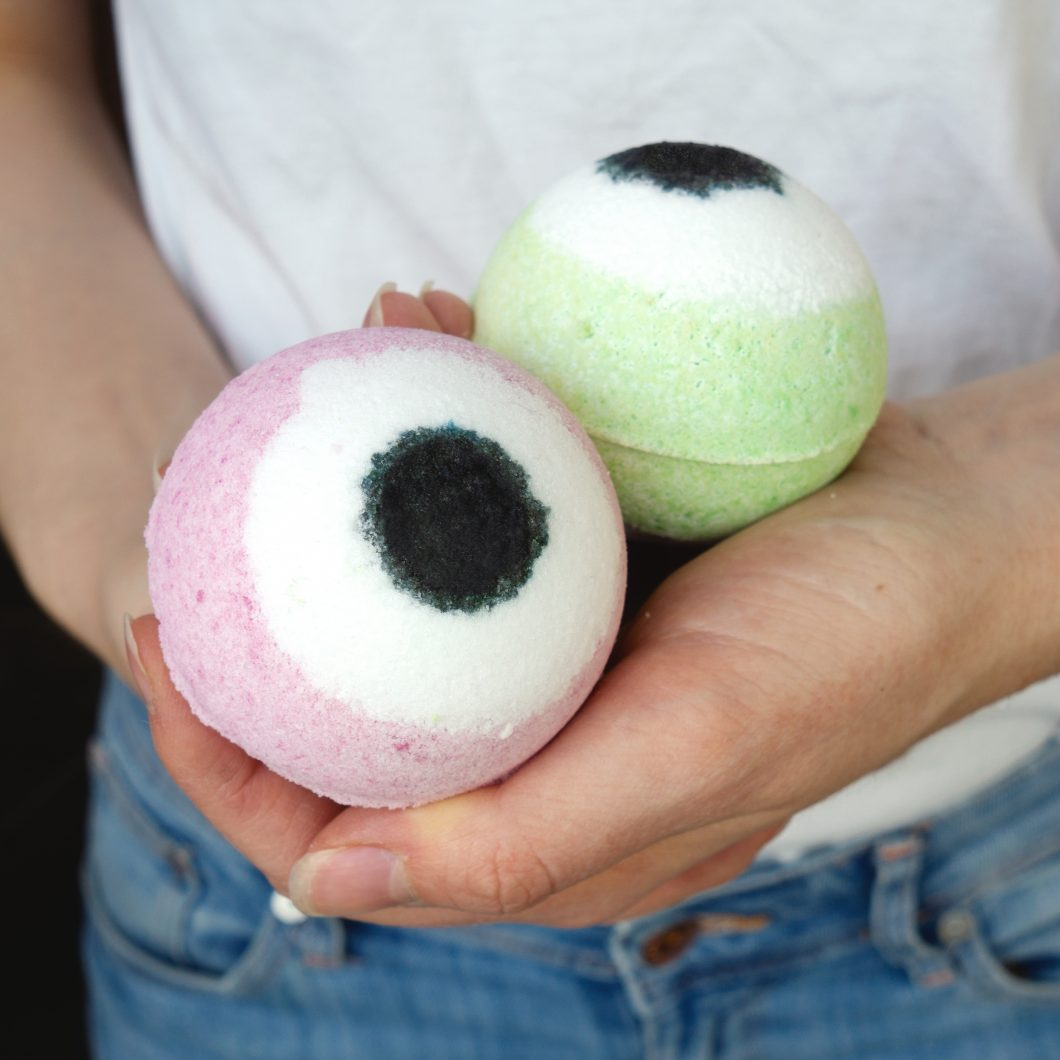 Diy Eyeball Bath Bombs For Halloween The Makeup Dummy