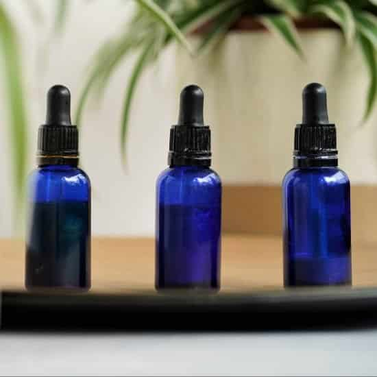 how to make your own homemade face oil serums with carrier oils like jojoba oil, castor oil and grapeseed oil.