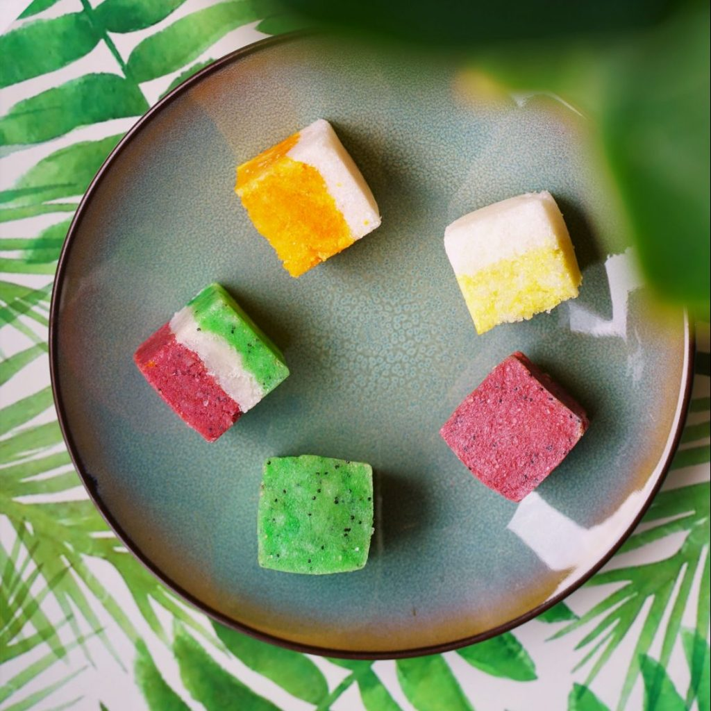 A fun and easy DIY tutorial to make your own salt or sugar scrub cubes that foam because of the soap and are inspired to look like summer fruit, such as oranges, lemons, watermelons, strawberries and kiwis. See step by step how to by The Makeup Dummy