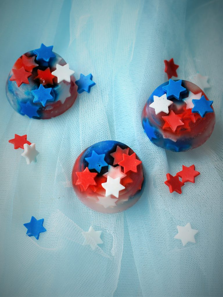 Create fireworks in your bathroom! With this easy 4th of July craft tutorial you make your own melt and pour soaps with red white and blue stars. The step by step DIY is so easy that you can make it as a patriotic kids activity or even just for adults! These make great party favors or a subtle surprise for your fourth of July guests in your bathroom! By The Makeup Dummy #kidscrafts #kidsactivities #fourthofjulycraft #4thofjuly
