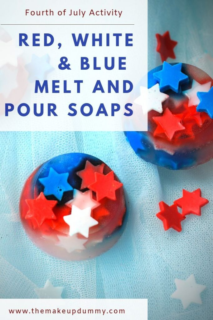 With this easy 4th of July craft tutorial you make your own melt and pour soaps with red white and blue stars. This step by step DIY tutorial is so easy and cheap that you can make it as a patriotic kids activity or even just for adults! These soap bars make great party favors or a subtle fireworks surprise for your fourth of July guests in your bathroom! By The Makeup Dummy #kidscrafts #kidsactivities #fourthofjulycraft #4thof july