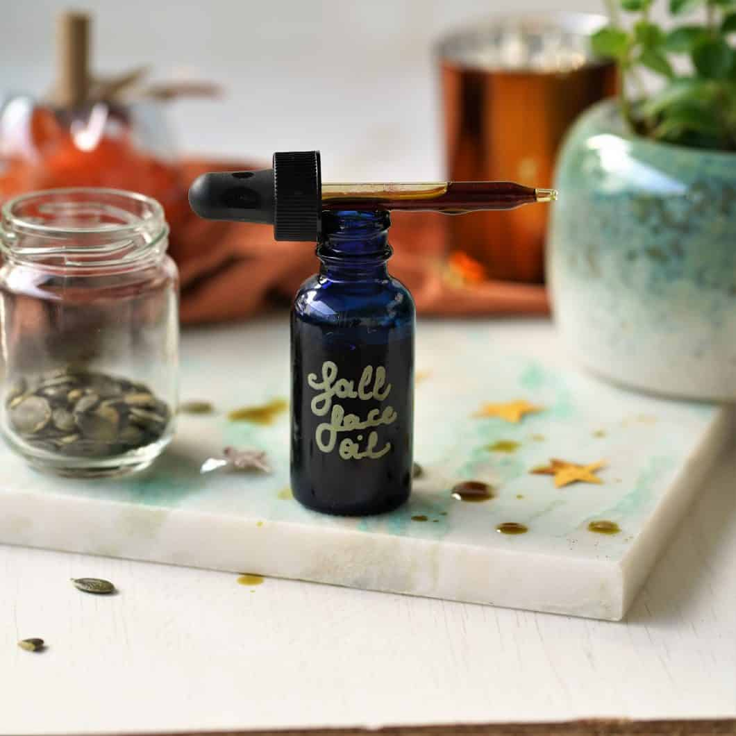 The best face oil for fall? Pumpkin seed oil of course! This moisturizing facial oil is perfect for oily and acne prone skin types. At the same time this anti oxidant rich oil is perfect for anti aging. Find out all the benefits and a recipe for a face oil moisturizing serum on The Makeup Dummy.