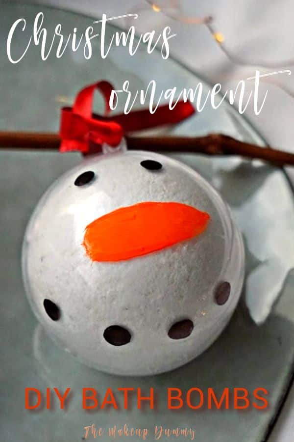 These Christmas ornaments make your Christmas tree look extra special this year! Not only does it look cute, you also get a gift that you can hand out to family and friends! It's cheap to make and a great idea for presents. #handmadegifts #homemadegiftideas